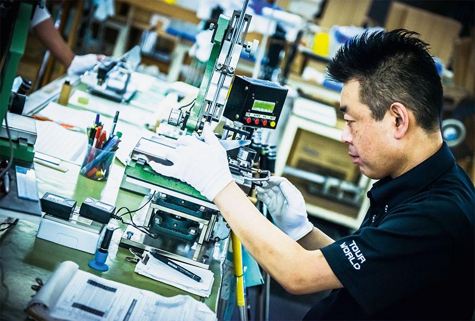 Diese Art und Weise des Schlägerbaus ist Honmas Markenzeichen und spiegelt die Unternehmensphilosophie wider.