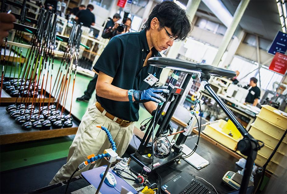 Rund 400 Mitarbeiter in Sakata sind direkt mit der Herstellung der edlen Honma-Golfschläger betraut.