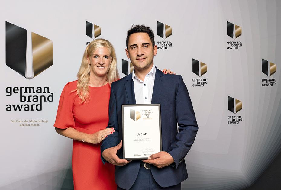 Stolze Inhaber und Preisträger: Kira und Jörg Jung