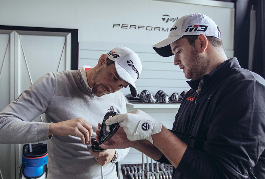 Max Schmitt mit Fitter Mark Thistleton im Performance Lab in Wentworth (Foto: TaylorMade)