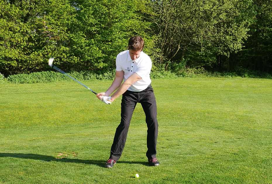 Bild 2: Beim Abschwung ändert sich die Haltung und ich bewege den Oberkörper abwärts