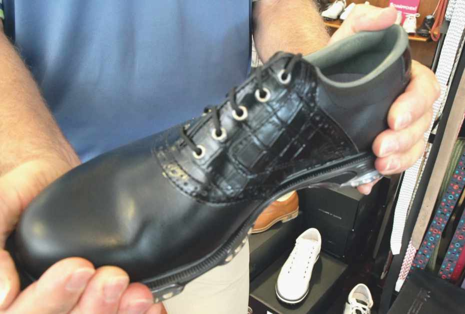 Festes Schuhwerk unterstützt den gesamten Bewegungsapparat und verhindert kleine Fehlbewegungen