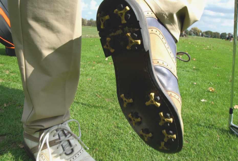 Ob Profilsohle oder Spikes: Ist die Sohle abgenutzt, tendiert der Schuh zum Rutschen. Dies kann Ursache vieler Fehlschläge sein