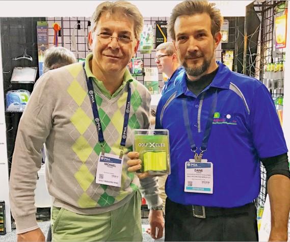 Golf-X-Cube-Erfinder Michael Prenzel (l.) auf der PGA Merchandise Show in Orlando