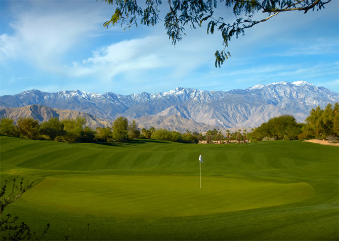 Die Aussicht vieler Golfplätze ist atemberaubend (Foto: © istock.com/cr8tivguy)