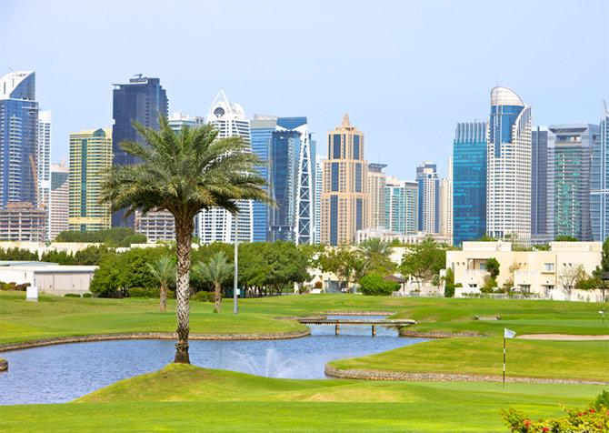 Golfen vor der spektakulären Kulisse Dubais (Foto: © istock.com/ChandraDhas)