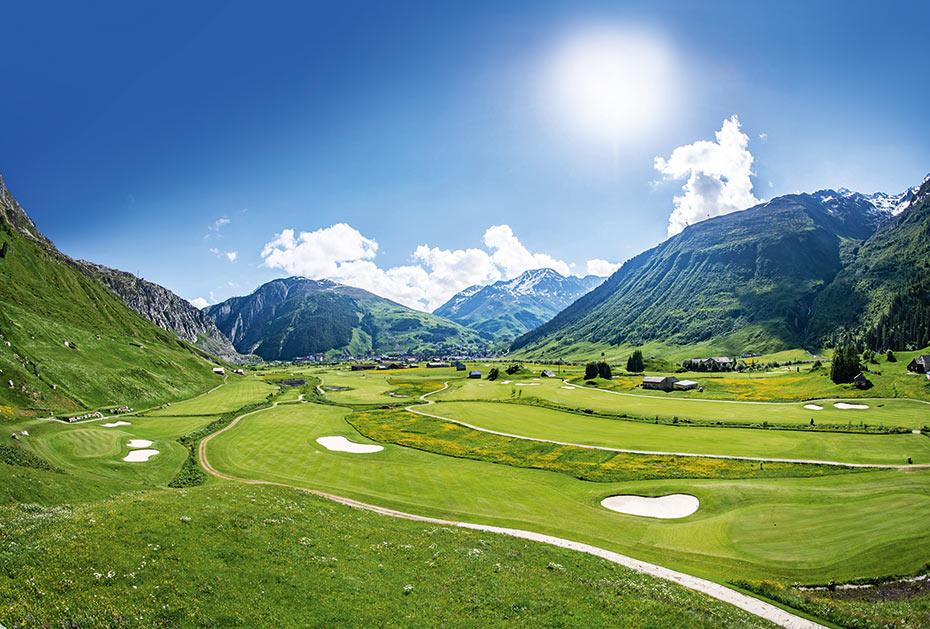 Hochplateau: Der Andermatt Swiss Alps Golf Course liegt zu Füßen des St. Gotthardmassivs in 1.500 m Höhe