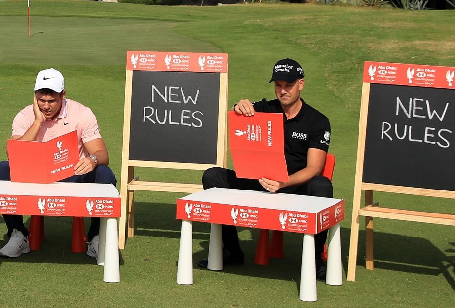 Brooks Koepka und Henrik Stenson grübeln über den neuen Golfregeln 2019