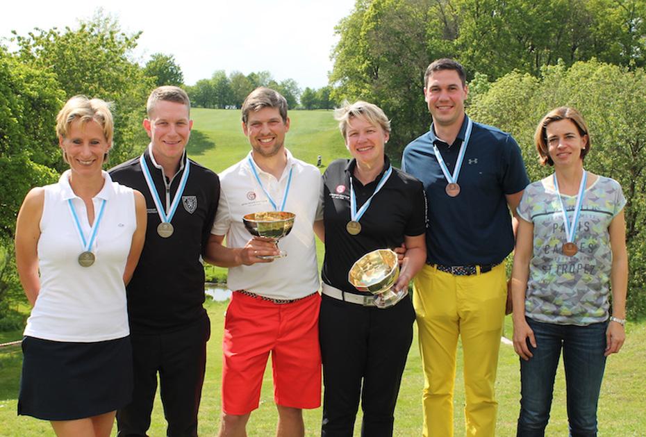 Alle Sieger der Bayersichen Meisterschaft (Damen und Herren) AK30: In der Mitte Maximilian Mühldorfer und Dr. Tanja Morant vom Münchener GC
