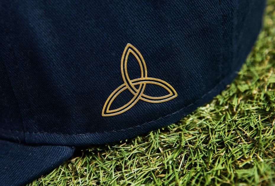 Dreifaltigkeitsknoten auf der Seite des Vice Royal Rush Caps
