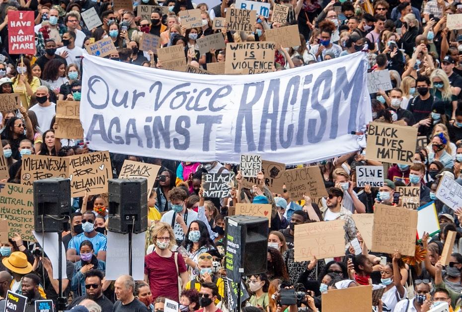 BLACKLIVESMATTER Demonstration in Amsterdam gegen die tödliche Gewaltanwendung der amerikanischen Polizei gegen George Floyd