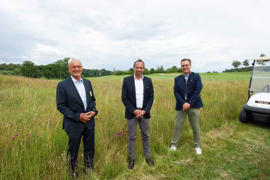 Umweltminister Thorsten Glauber und BGV-Präsident Malte Uhlig mit dem Präsidenten des GC Herzogenaurach Bernd Dürrbeck (v.r.n.l)