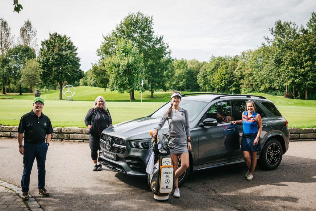 Sandra Gal, die Teilnehmer und der Mercedes-Benz GLE 350 4Matic