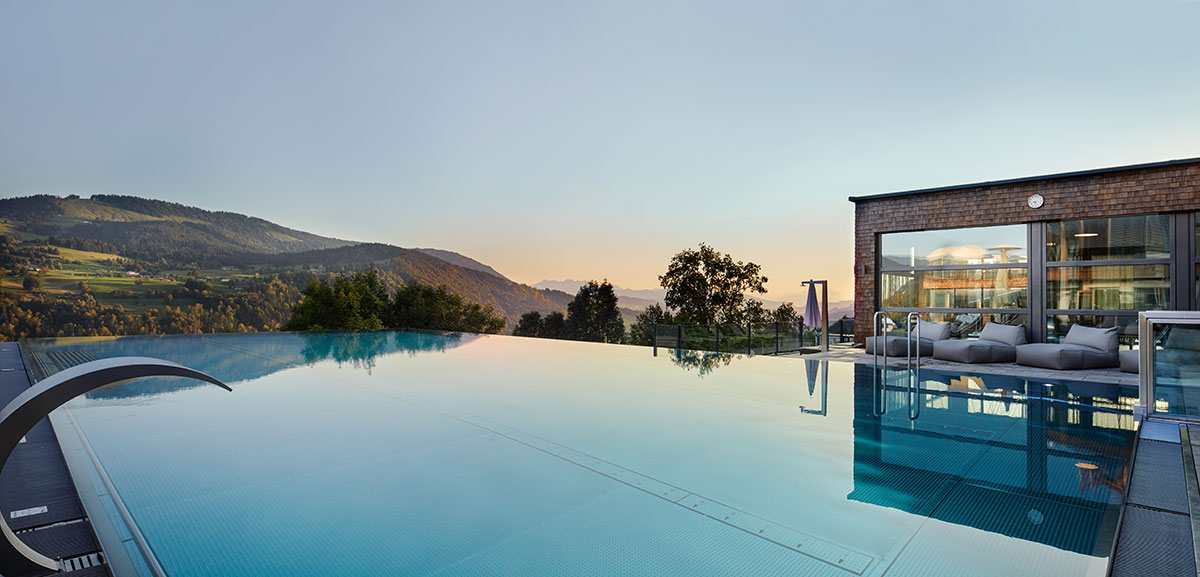 Infinity-Pool mit Sensations-Panorama im Hotel Bergkristall