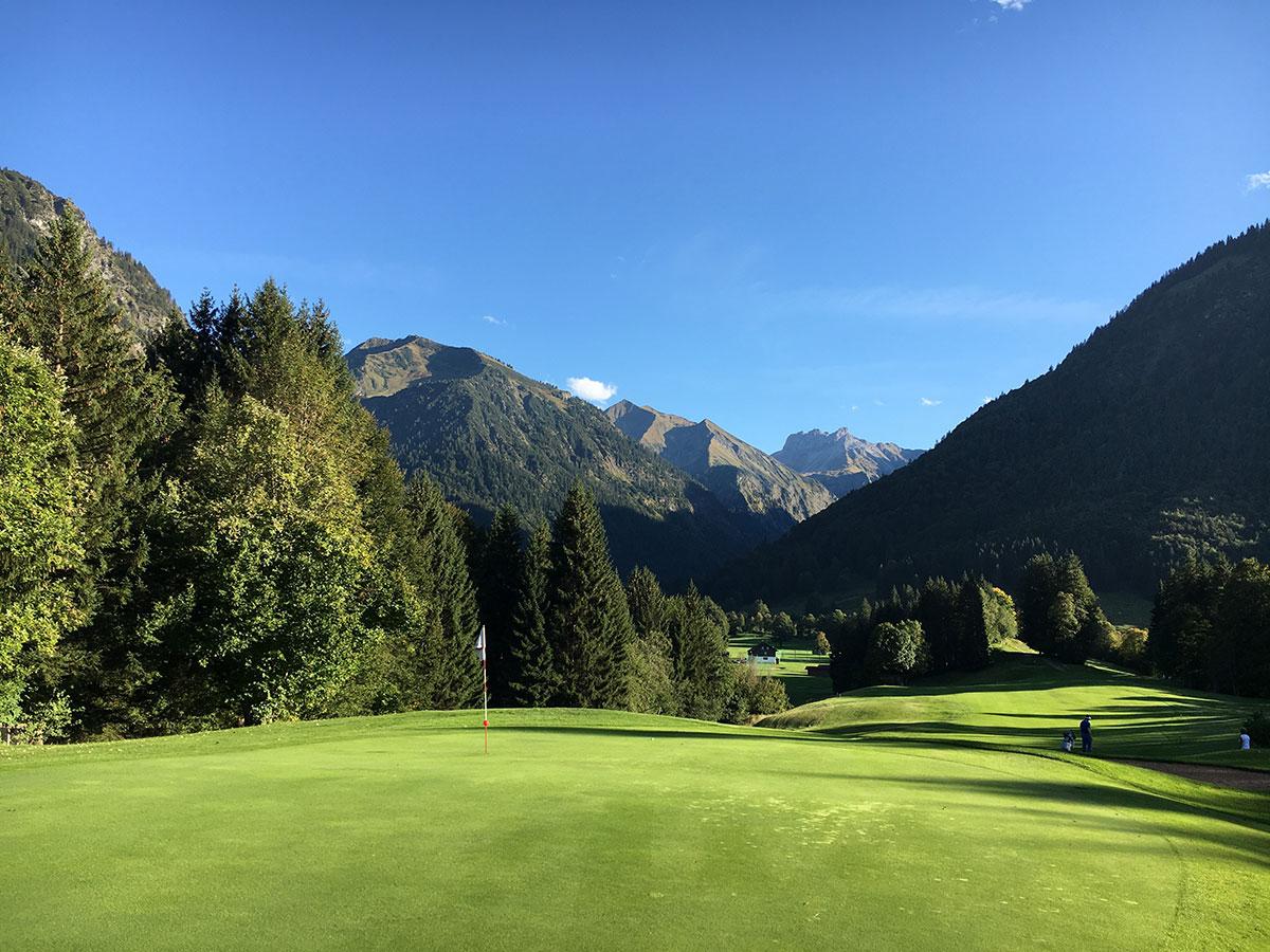 21 Golfplätze hat das Allgäu zu bieten, hier der GC Oberstdorf, Deutschlands südlichster Golfplatz