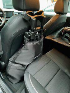 Stefan Gall packte den FlatCat hinter den Beifahrersitz