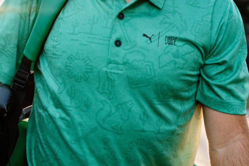 Ein aus recyceltem Plastikmüll produziertes Poloshirt der First Mile Kollektion Waste Management Open.