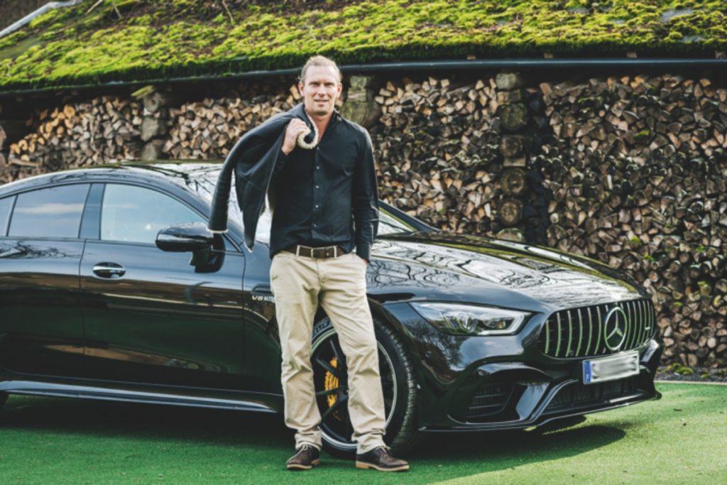Marcel Siem mit seinem neuen Mercedes AMG GT 63 S