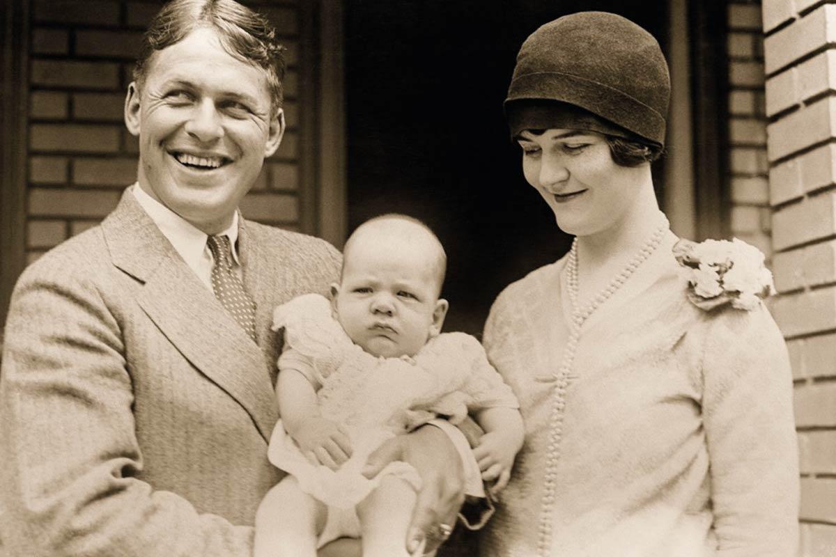 Nachwuchs: Das Ehepaar Jones mit dem vier Monate alten Bobby Jr. 1927