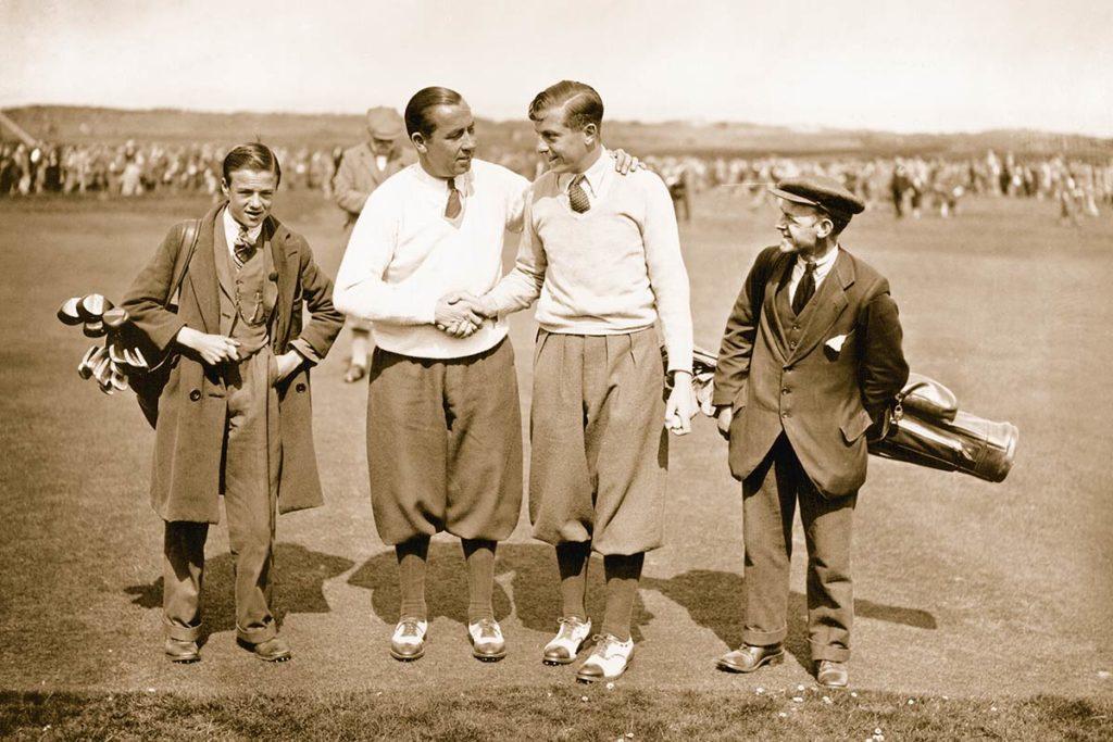 LEGENDEN UNTER SICH. Walter Hagen und Henry Cotton mit Caddies bei der British Open in Muirfield