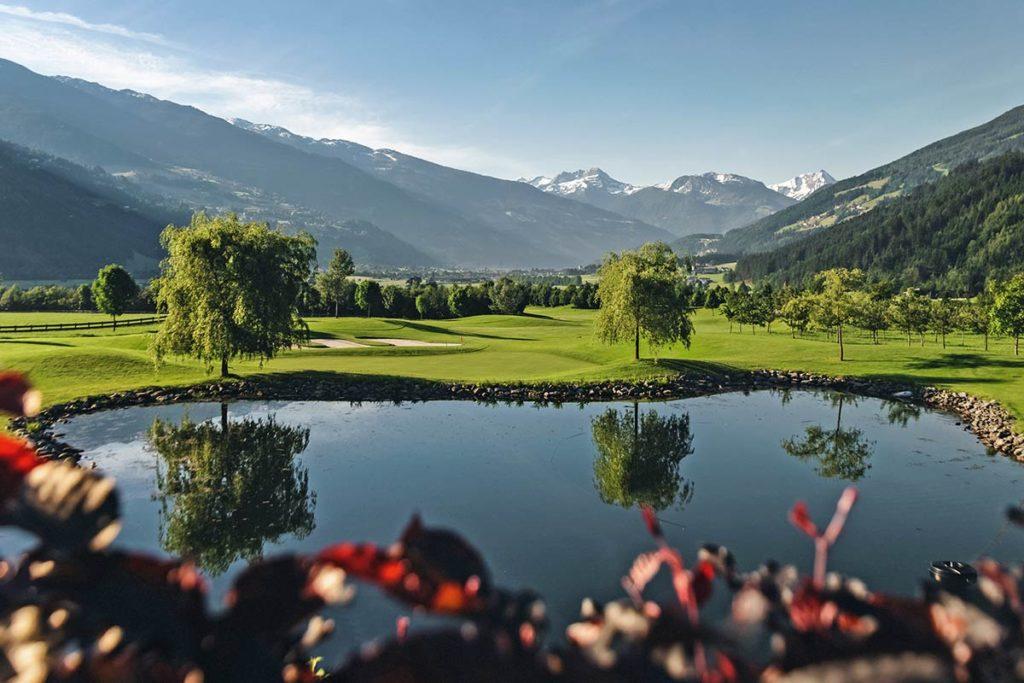 TOLLES PANORAMA. 65 Hektar Golfplatz zu Füßen der Zillertaler Alpen